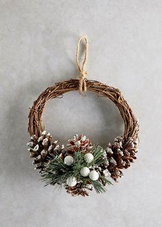 Christmas Wreath (22cm x 22cm x 7cm)