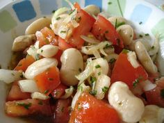 Ensalada Pallares - A salad of Peruvian Lima butter beans Potato Sides, Potato Side Dishes, Chilean Recipes, Chilean Food, Potato Fritters, Good Food, Yummy Food, Butter Beans, Bean Salad