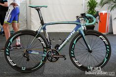 Neo-pro Willem Wauters (Vacansoleil-DCM) raced at the Tour Down Under on Bianchi's new Oltre XR. Women's Cycling Jersey, Cycling Bikes, Cycling Jerseys, Bike Pump, Bicycle Race, Bike Rides, Pro Bike, Performance Bike, Urban Cycling