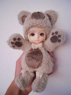 dollshousedropin: Lea is a Bear (by nanasscrap)