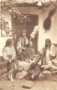 Folk Embroidery Moldavia Romania women people culture - ADOLPH CHEVALLIER was a Romanian photographer born in 1881 in the village of Brosteni (Neamt county, Moldavia) to a Swiss-French father and a Romanian mother. After finishing his studies in Romania… Old Photos, Vintage Photos, Romania People, Vintage Gypsy, Vintage Wool, Folk Embroidery, Beginner Embroidery, Embroidery Patterns, People Photography