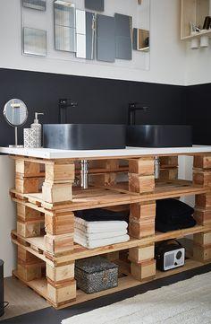 Make It ! Des palettes dans la salle de bains ? Bien sûr ! Utilisez-les pour créer un meuble de vasque recyclé et stylé. #DIY #Leroymerlin #Hacks #Interiorinspiration #palette