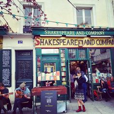 Shakespeare and Company. Paris, St Germain des Pres.