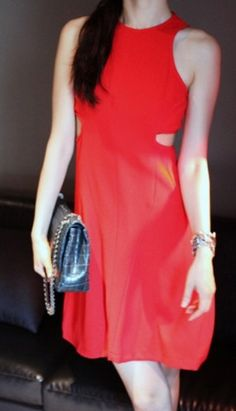This sexy red dress with cut detail at side waist, wear with heels & clutch, it's an elegant choice to attend summer parties!