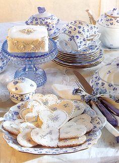 Blue Violet tea service and 'dainties' from Victoria Magazine. Love the pretty cookies Café Chocolate, Victoria Magazine, My Cup Of Tea, Tea Service, Macaron, Vintage Tea, Vintage China, High Tea, Afternoon Tea