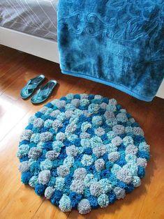 DIY: Make a cute-as-a-button pompom rug – thisNZlife 23 Easy To Make and Extremely Creative Button Crafts TutorialsHow to Make a Pom-Pom Rug – DIY Video Diy Pom Pom Rug, Pom Pom Crafts, Diy Crafts Rugs, Diy Rugs, Diy Carpet, Mason Jar Crafts, Rug Making, Throw Rugs, Area Rugs