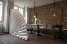 Julie Conrad designer luxembourgeoise de Creapole nous présente Unpaper basée sur l'utilisation du Tyvek, textile non tissé aux caractéristiques étonnantes