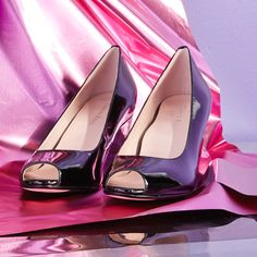 Black leather Taryn Rose pumps – the finishing touch.
