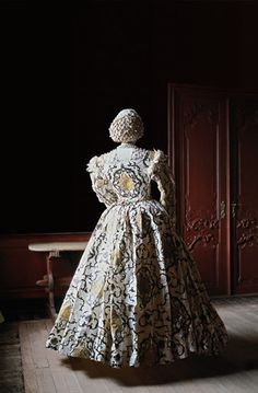 isabelle de borchgrave, paper dress