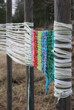 be great for kids at camp - weave your rug, cut off the tree, tie the fringe.Would be great for kids at camp - weave your rug, cut off the tree, tie the fringe. Art For Kids, Crafts For Kids, Arts And Crafts, Outdoor Activities For Kids, Weaving Projects, Craft Projects, Fence Weaving, Weaving For Kids, Blog Art