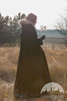 "Woolen Robe Cape ""Lost Princess"""