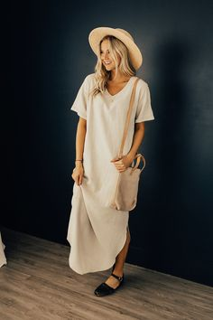 The Maple Skye MOM Maxi is the perfect lightweight dress for the new season. The linen texture + hidden hip pockets combine to create this breezy + comfortable staple piece. Double side slits + cuffed short sleeves are just a few of the unique features of this simple, oatmeal color