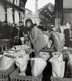Robert Doisneau, Les Halles, Paris, 1968 © Atelier Robert Doisneau.