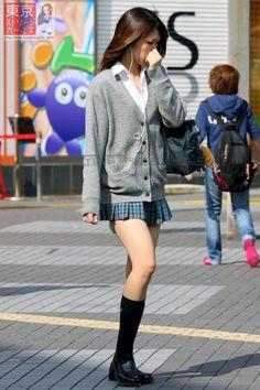 【画像230枚】 女子高校生の脚の魅力 : 全方向攻撃中 Japanese School Uniform Girl, School Uniform Fashion, School Girl Japan, School Girl Outfit, School Uniform Girls, Girls Uniforms, Japanese Uniform, Women With Beautiful Legs, Beautiful Japanese Girl