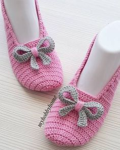 Image gallery – Page 562598178445608054 – Artofit Crochet Baby Boots, Crochet Sandals, Crochet Ripple, Granny Square Crochet Pattern, Crochet Block Stitch, Granny Square Häkelanleitung, Knitting Patterns, Crochet Patterns, Crochet Slipper Pattern