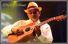 """Francisco """"Pancho"""" Amat (Nace el 22 de Abril del año 1950 en Güira de Melena, Cuba). Celebrado Tresista y clásico Guitarrista que llegase a tocar con la Orquesta Sinfónica Nacional de Cuba. Fue líder fundador de """"El Grupo Manguare"""" en 1971 y ha trabajado con Adalberto Álvarez, """"Orquesta Aragón"""", """"Son 14"""", """"Cubanismo"""", """"Maraca"""", Alfredo de la Fe, Oscar D'Leon, Giovanni Hidalgo, Cesar """"Pupy"""" Pedroso, Marcelino Guerra, Mongo Santamaría, Yomo Toro entre otros."""
