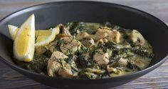 Κοτόπουλο φρικασέ με σπανάκι από τον Άκη Πετρετζίκη. Ένα διαφορετικό, υγιεινό και εύκολο φρικασέ, χωρίς αυγολέμονο και με δεμένη σάλτσα που θα το λατρέψετε!!