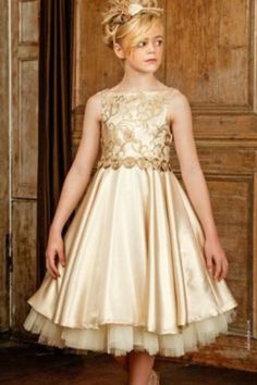 MUST-HAVE OF THE DAY: FIND YOUR INSPIRATION TO COMPLETE THE PERFECT OUTFIT WITH MICHELLE BRAY Frocks For Girls, Kids Frocks, Little Girl Dresses, Girls Dresses, Kids Dress Wear, Kids Gown, Baby Dress, Mode Junior, Dress Anak