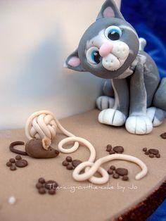 Edible kitten cake topper.