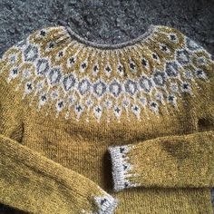 Billedresultat for telja sweater Fair Isle Knitting Patterns, Knit Patterns, Icelandic Sweaters, Nordic Sweater, Knit Basket, How To Make Clothes, How To Purl Knit, Hand Dyed Yarn, Knitting Projects