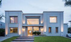 Classic House Exterior, Classic House Design, Modern Villa Design, Minimalist House Design, Dream House Exterior, House Outside Design, House Front Design, Style At Home, Bungalow Haus Design