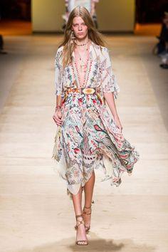 Boho Chic and Gypset Style - Vestiti Usciamo Elle Fashion, Runway Fashion, Boho Fashion, High Fashion, Autumn Fashion, Fashion Design, Milan Fashion, Boho Chic, Bohemian Style