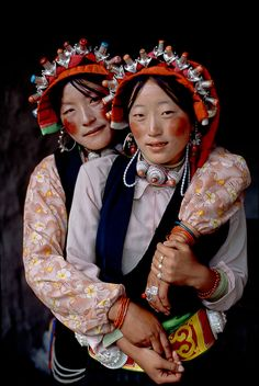 Asia | Portrait of two young women wearing a traditional headdress, Tibet | ©…