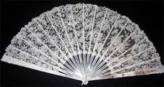 Antique Belgian Duchesse Bobbin Lace & Mother of Pearl Fan abanico eventail 1900 Bruges, Fan Decoration, Vintage Fans, Sweet Home, Pretty Hands, Lace Making, Bobbin Lace, Good Old, Pearls