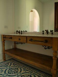 Baño con piso de calcáreo. Bed N Bath, Ideas Para, Entryway Tables, Shower, Bathroom, Toilet Ideas, Zappa, Ph, Furniture