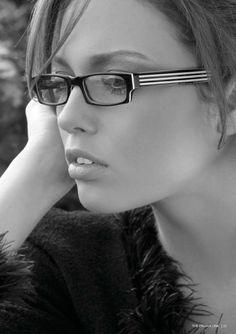 This Full-rim Eyeglasses are specially designed for those who are bold and dynamic. These fashion eyeglasses feature rectangular progressive lenses that are encased in a full-rim frame made from metal. The frame with ventilated armatures adds to the style quotient of these eyeglass frames