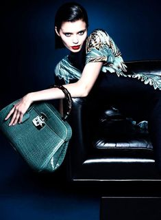 Gucci at Luxury & Vintage Madrid , the best online selection of Luxury Clothing , Accessories , New or Pre-loved with up to 70% discount