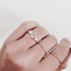 Image discovered by sündos. Find images and videos about beauty, gold and jewelry on We Heart It - the app to get lost in what you love. Jewelry Box, Jewelry Accessories, Jewelry Design, Jewellery, Cheap Jewelry, Fine Jewelry, Bling Bling, Piercings, Ring Rosegold
