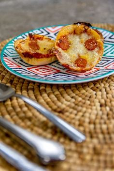 Hey everyone! I have a great little recipe to show you all today involving one of my favorite foods, pizza! I'm going to share how to make these oh so delicious Deep Dish Pizza Bites. It puts a great spin on normal pizza. It's really yummy and super kid-friendly. Learn how to make it down below!