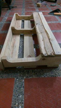 Paso 2: Luego de haber seleccionado la madera debes lijarla para mejorar su aspecto.