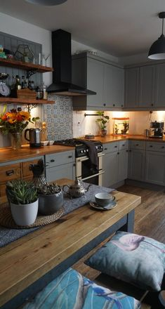 If you're looking for interiors ideas for decorating with dark hues, this house tour of EndOfTheRow's Edwardian home provides inspiration for creating a cosy, contemporary look in a period property. Cosy Kitchen, Home Decor Kitchen, Interior Design Kitchen, Country Kitchen, Kitchen Furniture, New Kitchen, Home Kitchens, Kitchen Ideas, Diy Furniture
