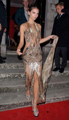 - Emily Ratajkowski - London September - 1 of 7 Dance Dresses, Sexy Dresses, Emily Ratajkowski Sports Illustrated, Modelos Fashion, Classy Casual, Celebs, Celebrities, Woman Crush, Dress Me Up