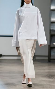 The Row Fall 2019 Fashion Show. Designer ready-to-wear looks from the Fall 2019 collections from New York Fashion Week Live Fashion, Fashion Week, New York Fashion, Runway Fashion, Fashion Show Collection, Couture Collection, Modest Fashion, Fashion Outfits, Mode Simple