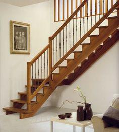 Barandilla de madera montantes de 70x70 pasamano y for Escalera madera adorno