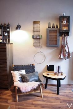 Kessy and Joey love… in the attic - kessyandjoey Corner Desk, Love, Design, Furniture, Home Decor, Homemade Home Decor, Corner Table, Amor, El Amor