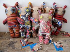 """""""Amo bonecas de pano. Estas da Rosa Pomar são fantásticas, a loja dela, Retrosaria, em Lisboa, além das bonecas tem tudo para quem faz tricô, crochê, costura ... uma loucura. Vale dar uma olhada no site: http://retrosaria.rosapomar.com/. Despacha para o mundo todo."""""""