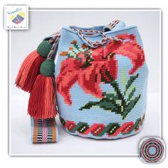 10 отметок «Нравится», 1 комментариев — Wayuu Bags &Bikini etc. (@wayuukiss) в Instagram: «Wayuu bag one strand รุ่น Special flower Premium quality ⭕️Sold out⭕️ •ฐาน 7 นิ้ว สูง 8.5นิ้ว…»