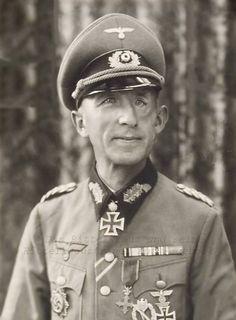 ✠ Ludwig Wolff (April 3rd, 1893 - November 9th, 1968) RK 26.05.1940 Oberst Kdr Inf.Rgt 192 56. Infanterie-Division [100. EL] 22.06.1942 Generalmajor Kdr 22. Inf.Div (LL) OMB Königlichen Dekrets Nr. 1362/08.05.1942, Generalmajor, Kdr. 22. Inf.Div.