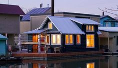 Floating Home Tender A 433 square feet floating home on The Willamette River in Portland, Oregon. Designed by Studio Hamlet Architects. Small Space Living, Small Spaces, Sausalito Houseboat, Small House Swoon, Lakefront Property, Floating House, Home Trends, Cottage, Architecture