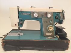 VINTAGE RETRO PRIMARY Teal Blue SEWING MACHINE BELAIR BEL AIR 929B Zigzag Rare