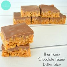 Homemade Rice Bubble Bars are a regular treat in our house but if we're looking to mix things up a little, then I will make this Thermomix Chocolate Peanut Butter Slice instead. Rice Bubble Slice, Bubble Bar Recipe, Peanut Butter Slice, Chocolate Peanut Butter, Baking Recipes, Snack Recipes, Dessert Recipes, Cereal Recipes, Snacks