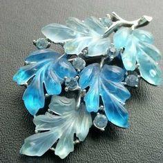 Vintage brooch pin flower leaf lucite thermo set rhinestone blue signed lisner