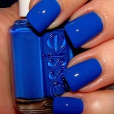 I really dont like blue but this color POPS!