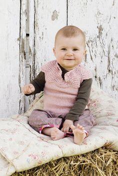 Lunt til lillepigen Knitting For Kids, Knitting For Beginners, Baby Knitting Patterns, Baby Patterns, Little Ones, Little Girls, Crochet Baby, Knit Crochet, Baby Barn
