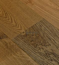 Třívrstvá dubová podlaha Kolonial od českého výrobce ESCO se vyznačují strukturovanýmcz povrchem, který dodává dřevěné podlaze třetí rozměr. Suky jsou tmeleny a můžete si vybrat ze tří odstínů tmele. Finální úprava prken je provedena tvrdým voskovým olejem OSMO. Vybrat si můžete ze široké škály odstínů, šířek a délek prken. Hardwood Floors, Flooring, Wood Floor Tiles, Wood Flooring, Floor