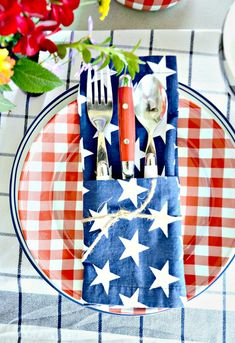 Easy napkin folds for cloth and paper napkin for summer entertaining! You can do every single napkin fold! Cloth Napkins, Paper Napkins, Patriotic Decorations, Table Decorations, Centerpieces, Paper Napkin Folding, Folding Napkins, Used Cardboard Boxes, Wooden Boxes
